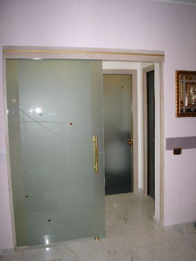 Punto vetro vetri per interni lavorazione e - Porte a vetri scorrevoli per interni ...